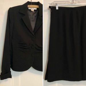 Jones New York 2 Piece Skirt Suit Size 4